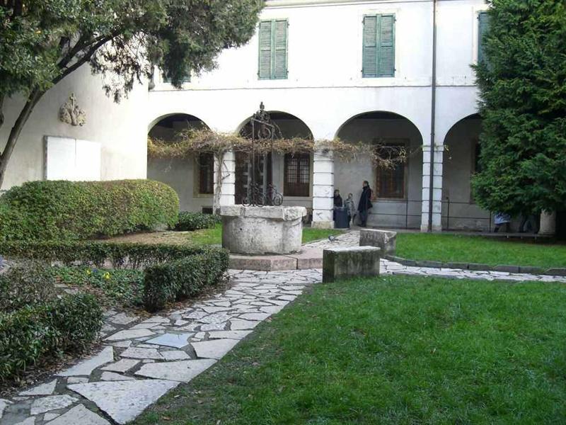 Lo storico Chiostro del Museo degli Affreschi