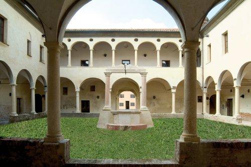 Chiostro dei Poeti c/o Ex Convento di Sanguinetto